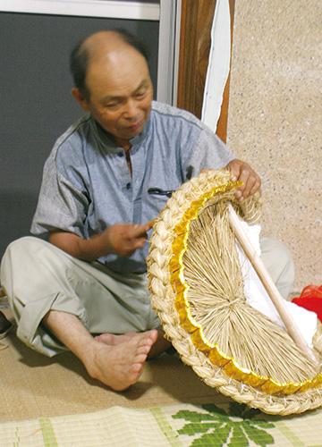 獅子頭を作る三井栄作さん